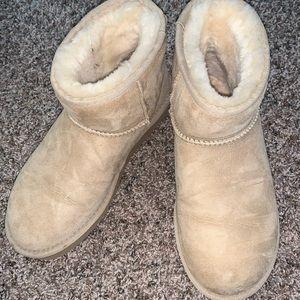 UGG Short Boot - Like New!